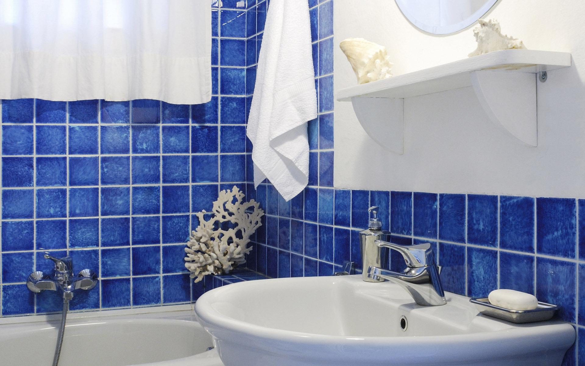 Blue-tile-Bathroom_designs11 Blue Tiles Bathroom designs