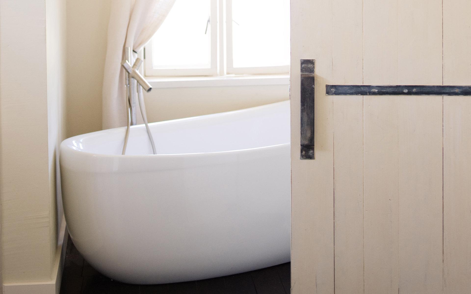 Bathroom-Bathtub-Closeup Bathroom Bathtub Closeup
