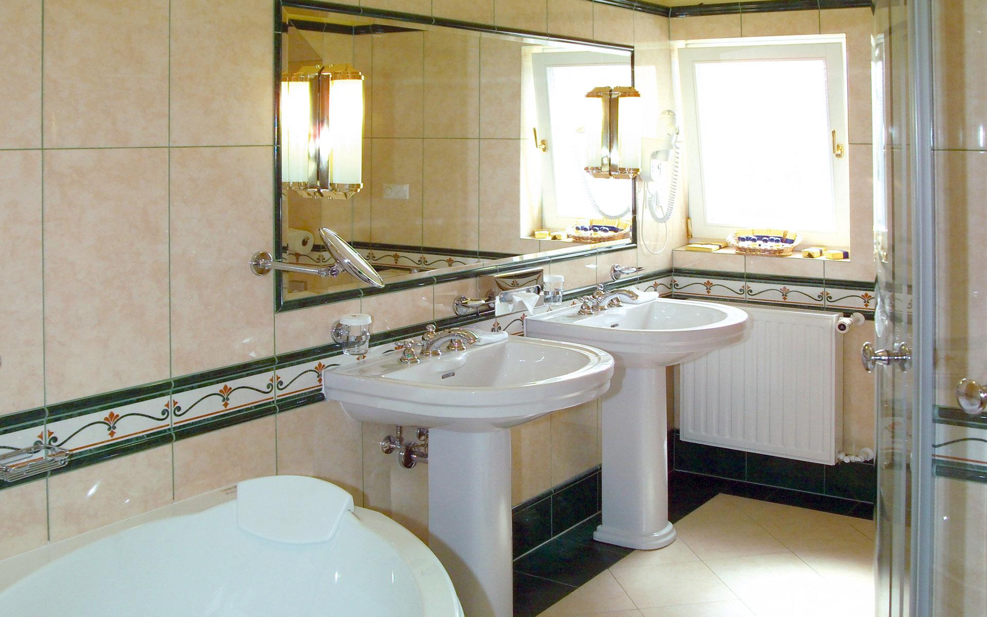 Small-Contemporary-Bathroom-idea Small Contemporary Bathroom idea