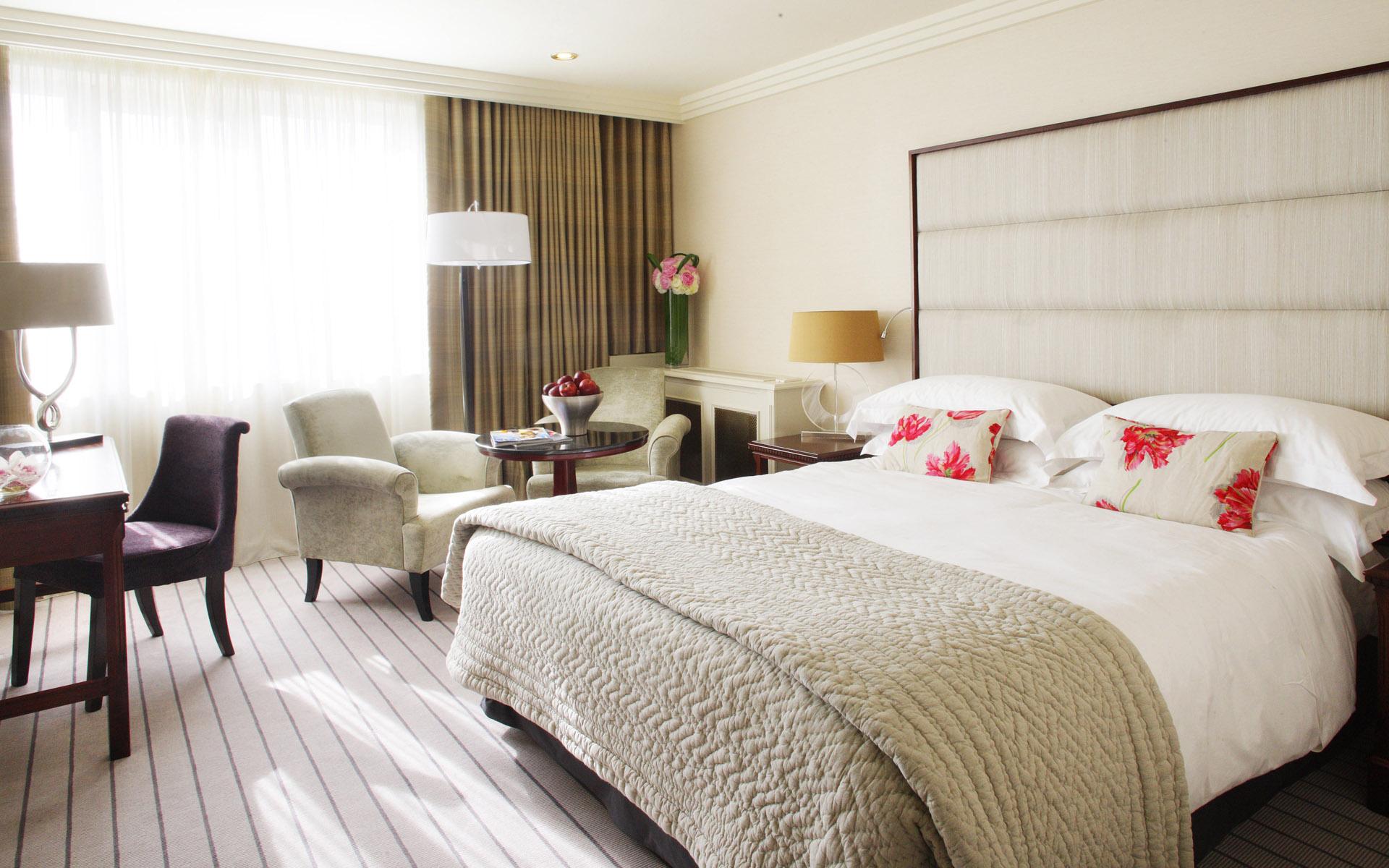 white-master-bedroom-interior-decoration white master bedroom interior decoration