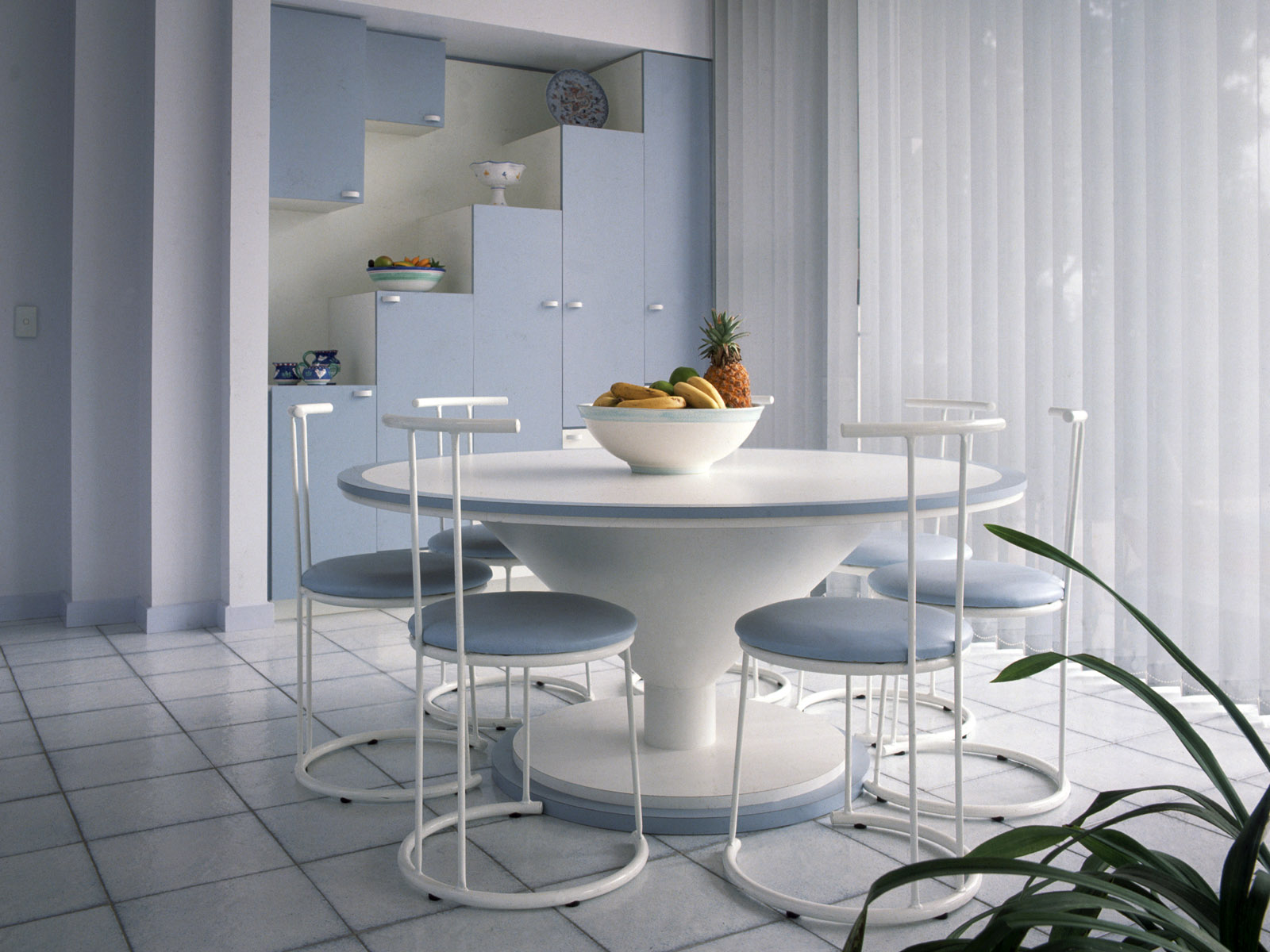 white-round-table-dining white round table dining