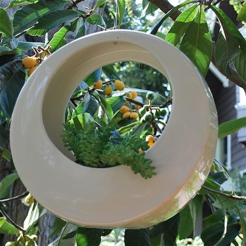 clay-figurines-hanging-garden-basket Garden hanging basket decorating ideas