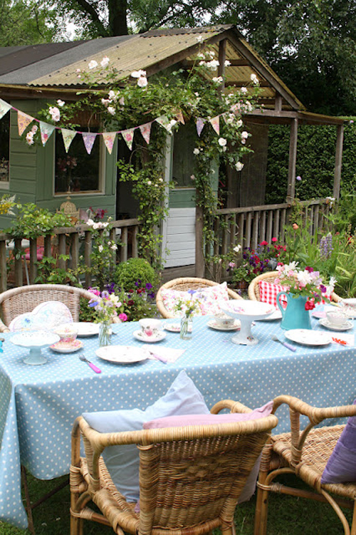 garden-tea-party-table Garden Tea Tables Design Idea