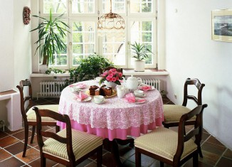 traditional small dining room