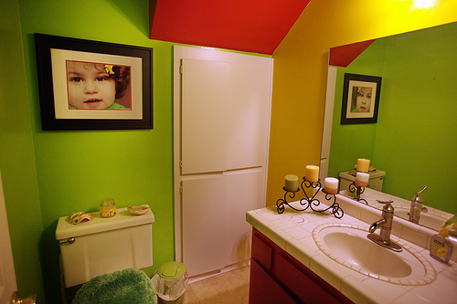 red and green bathroom