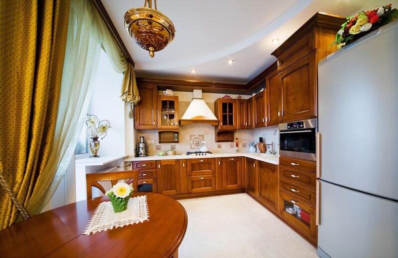 Golden and white kitchen color scheme