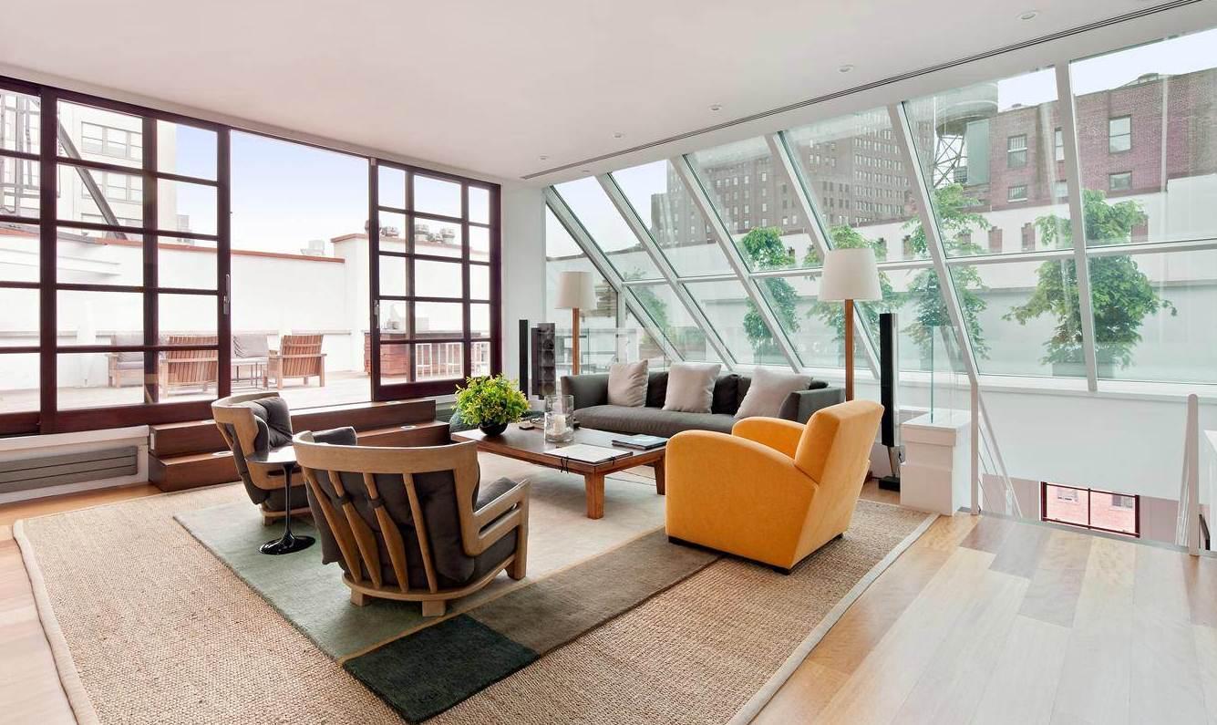 airy-bright-room-large-skylight-windows Airy bright room large skylight windows