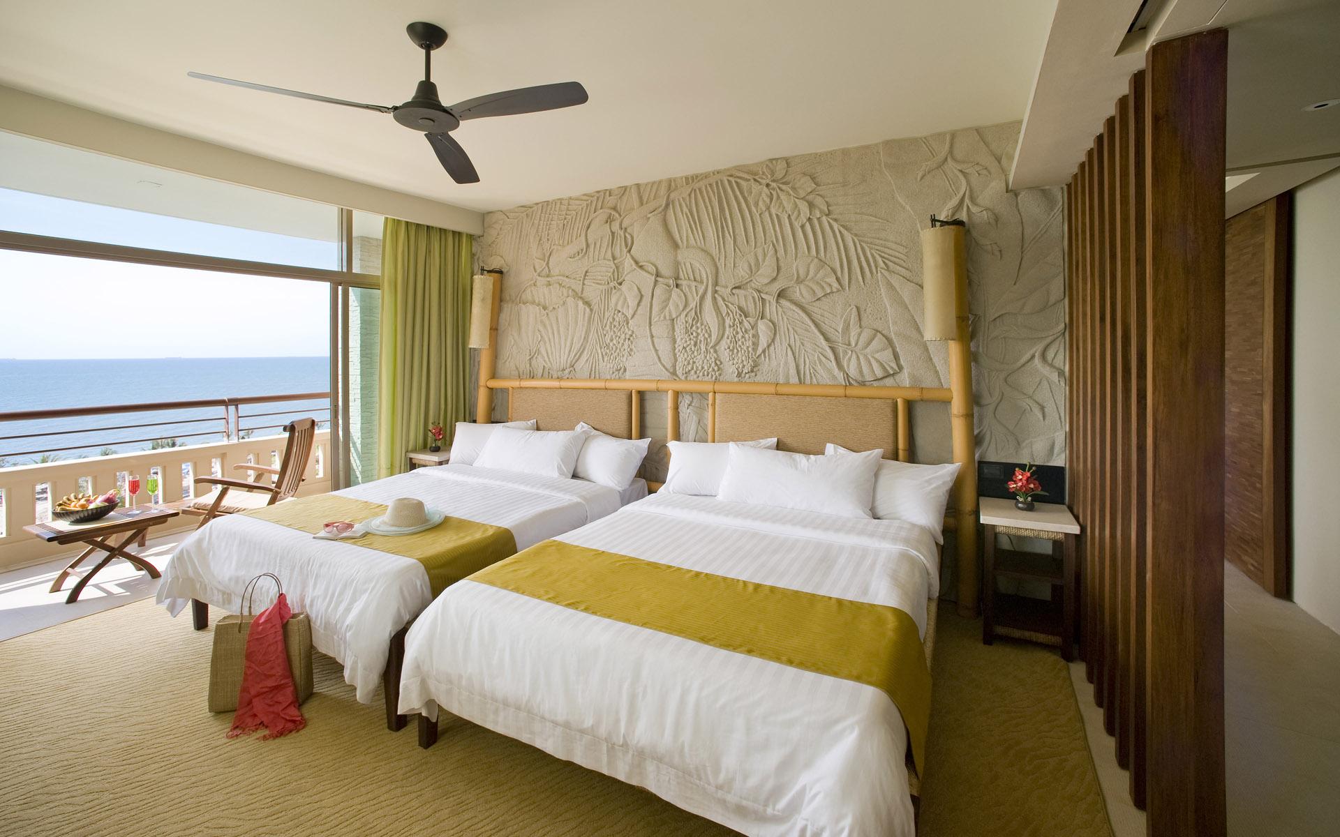 bedroom-interior-design-wallpaper Bedroom interior with balcony design