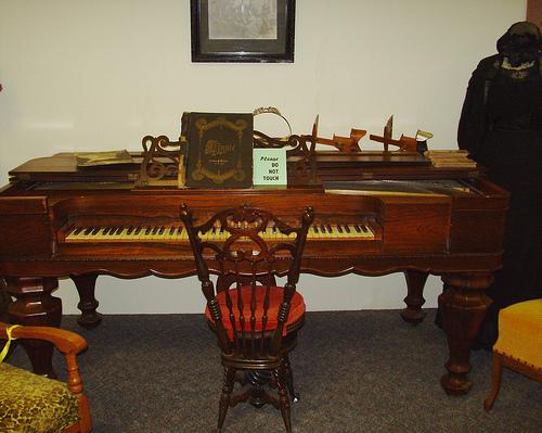Antique-Furniture-1 How to Maintain Antique Furniture