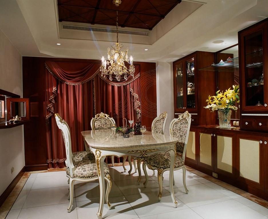 Classic-elegant-dining-table Classic elegant dining table