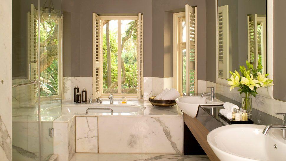004532-04-spa-bathroom