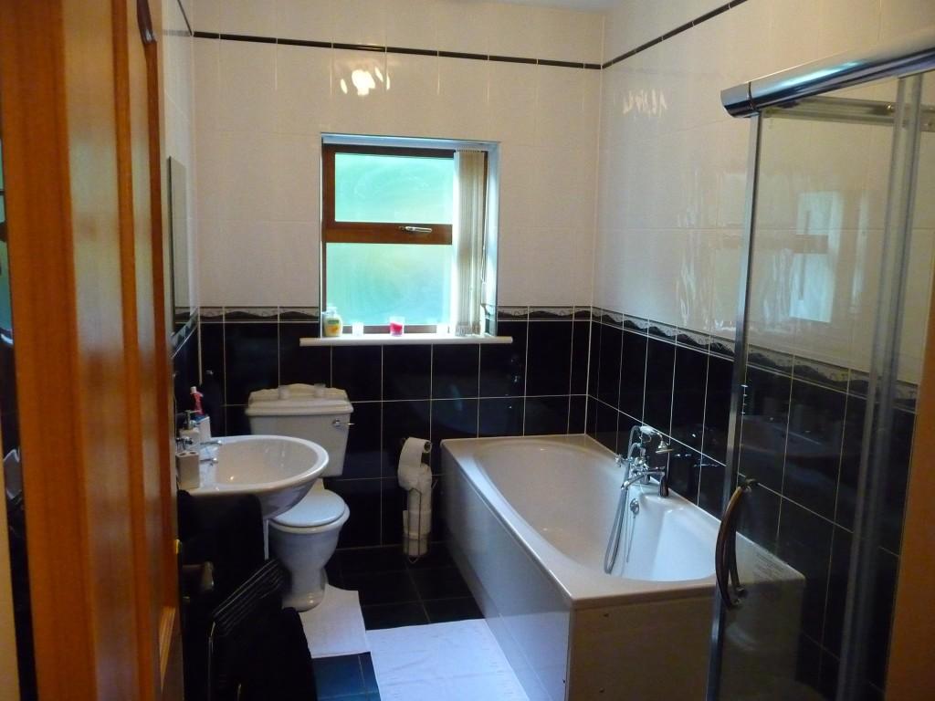 12-Family-Bathroom-1024x768