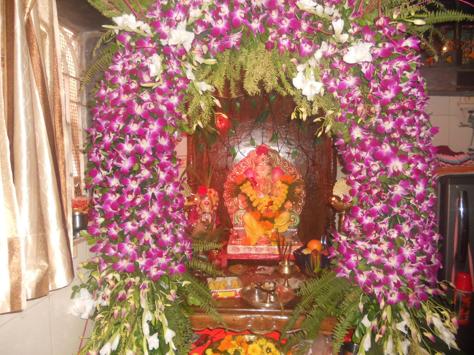 Eco friendly ganpati decorations interior design ideas for Artificial flower decoration for ganpati
