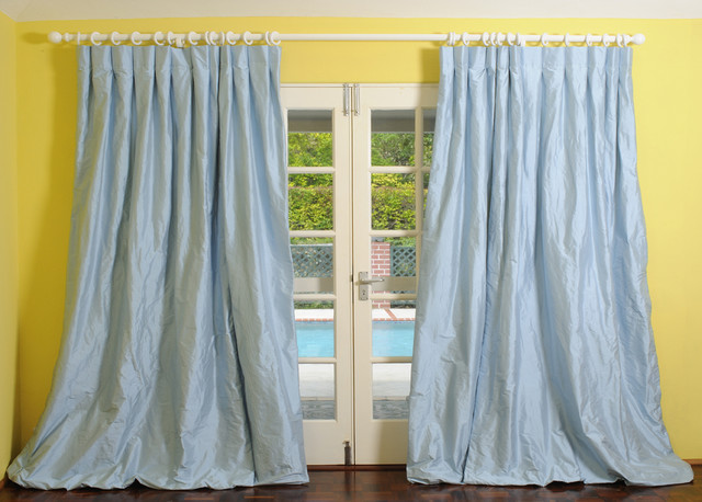 traditional-curtains Curtain Fabric that is best for your room