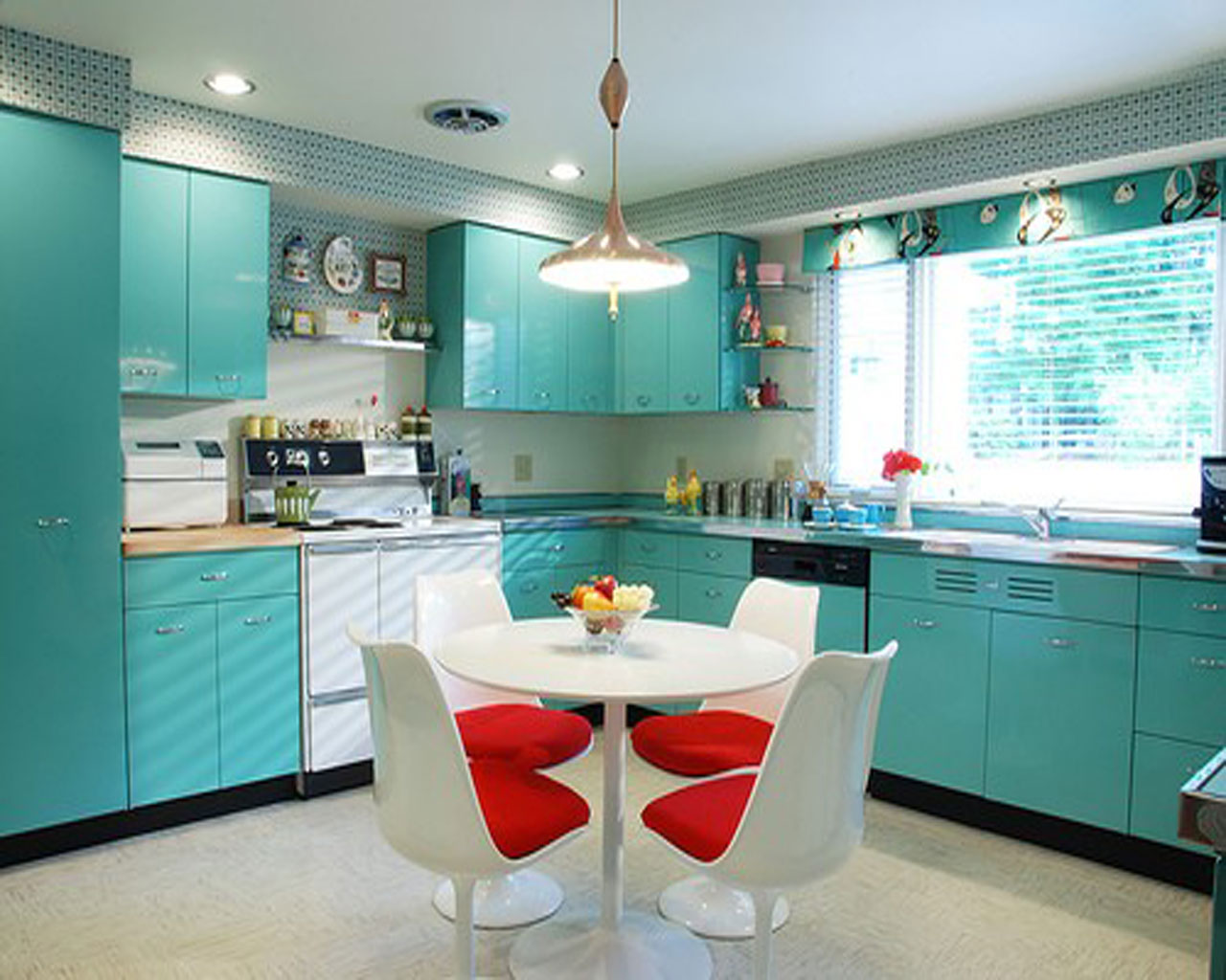 bright-turquoise-kitchen-ideas-design How to give new look to your kitchen?