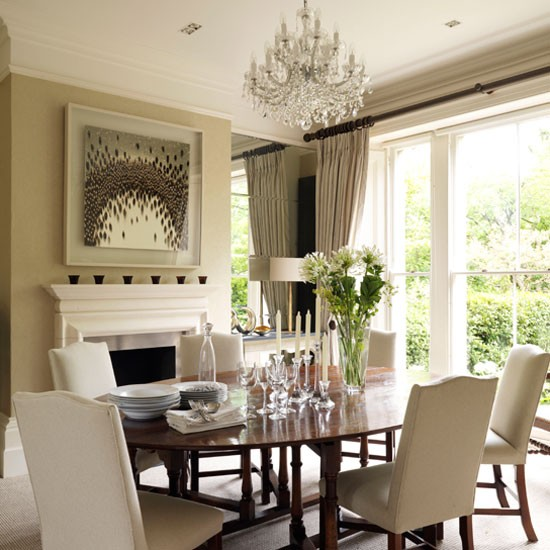 Classic-neutral-dining-room-with-mahogany-furniture