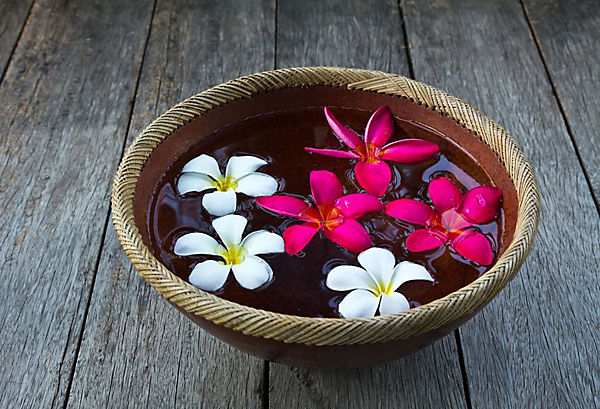 flower_floating_in_bowl How to décor home for Basant Pachmi?
