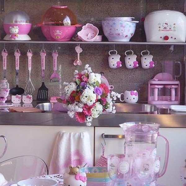 cute-kitchen-sets-with-hello-kitty-themes-600x600